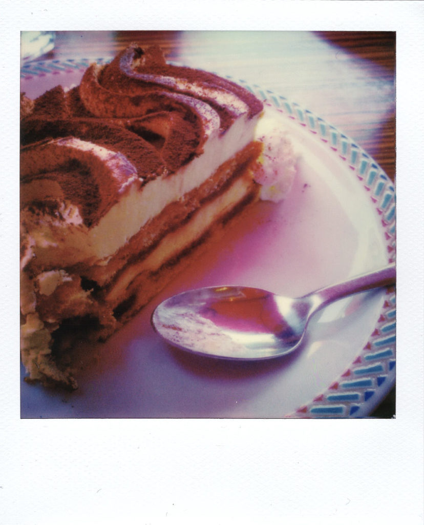 Patisserie délicieuse ! - Polaroid 636 - Film IP 600 - 06/2017